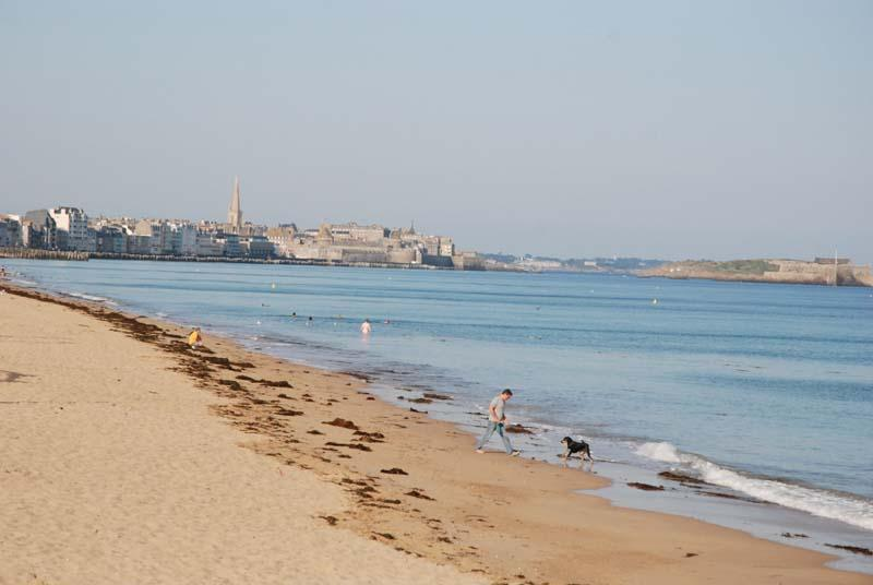 Hotel Saint-Malo - Walking on the beaches